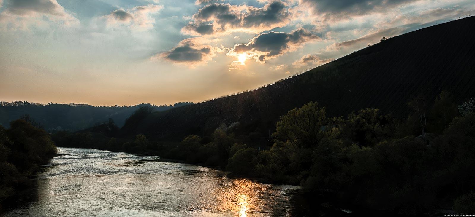 Kontrastreicher Sonnenuntergang in Kanzem; Blog Bild für Vinaet