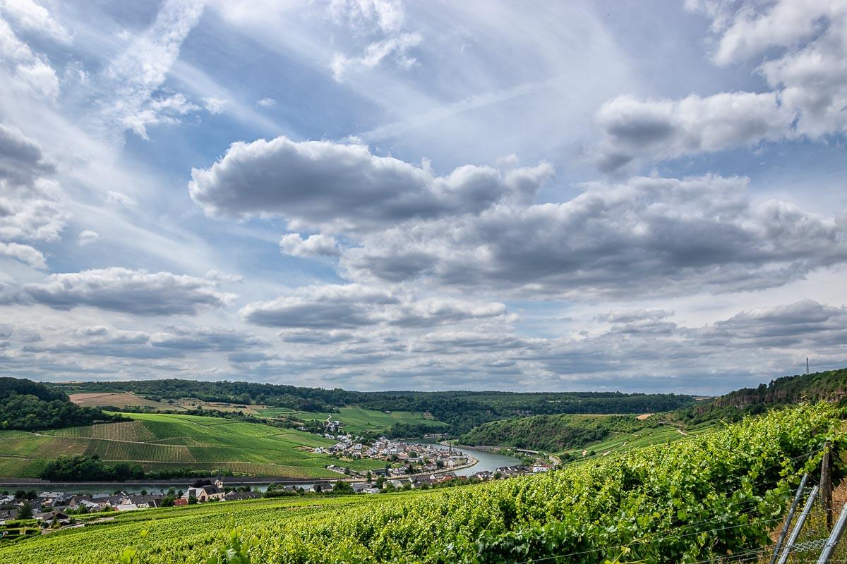 Auf der anderen Seite gegenüber des Nitteler Leiterchen an der Obermosel befindet sich Luxemburg.