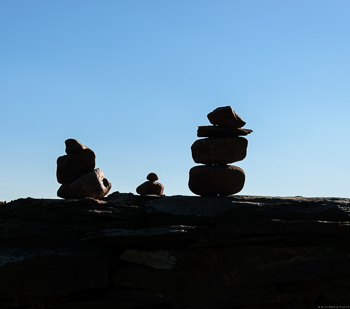 Auf einer Mauer am Wawerner Jesuitenberg des Weingut Dr. Frey findet man diese schönen Steine