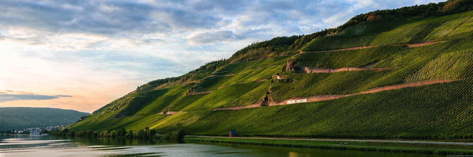 Fluss Mose, Weinberge, Dorf, Sonnenuntergang, Himmel
