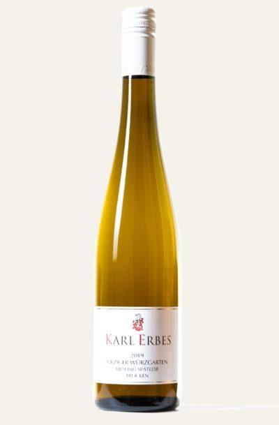 Karl Erbes Riesling Ürziger Würzgarten Spätlese trocken 2019 in brauner Weinflasche mit weißem Etikett und weißem Deckel