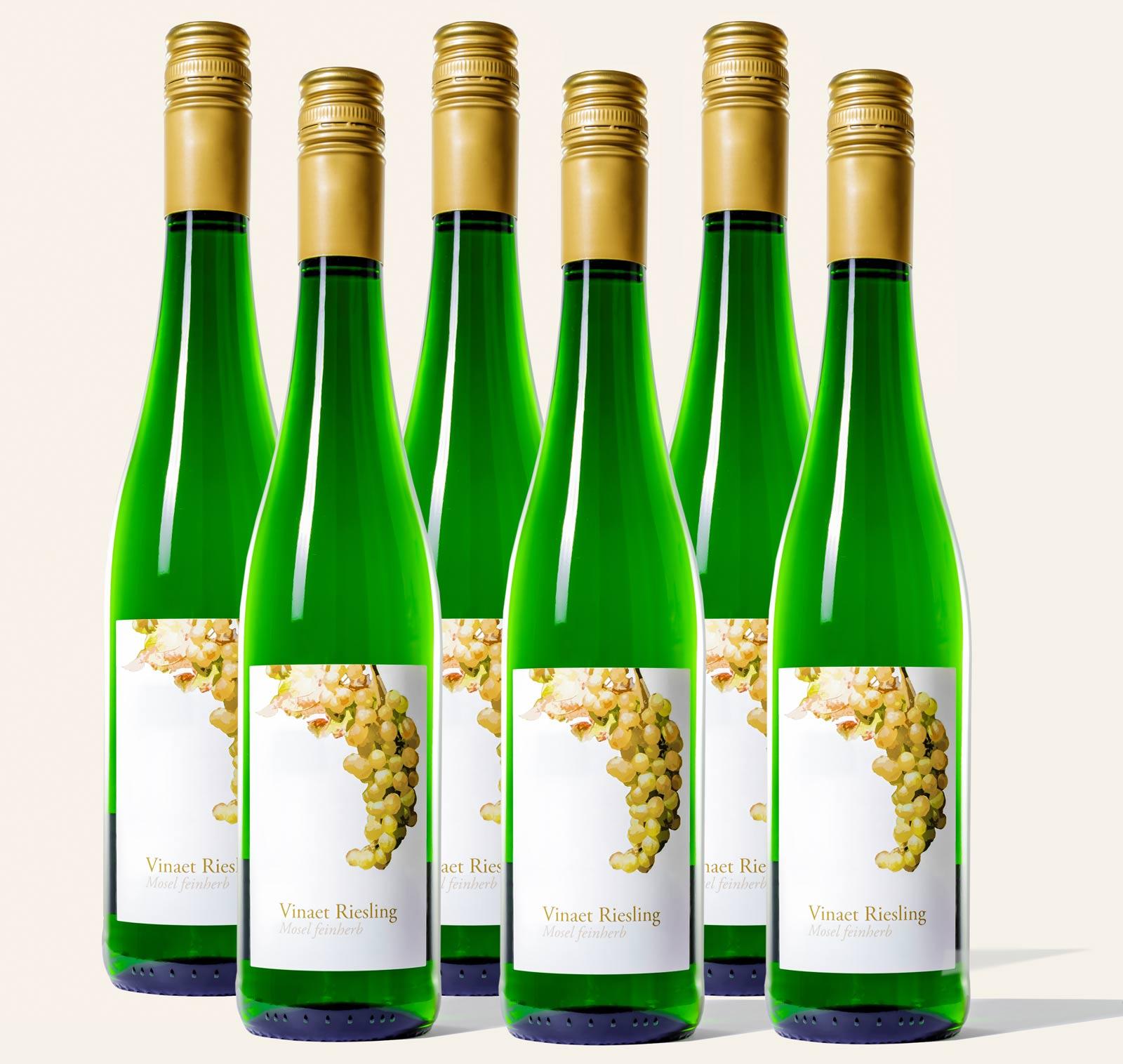 Sechs Vinaet Mosel Riesling 2019 feinherb 6er Paket Weinflaschen der Marke Vinaet