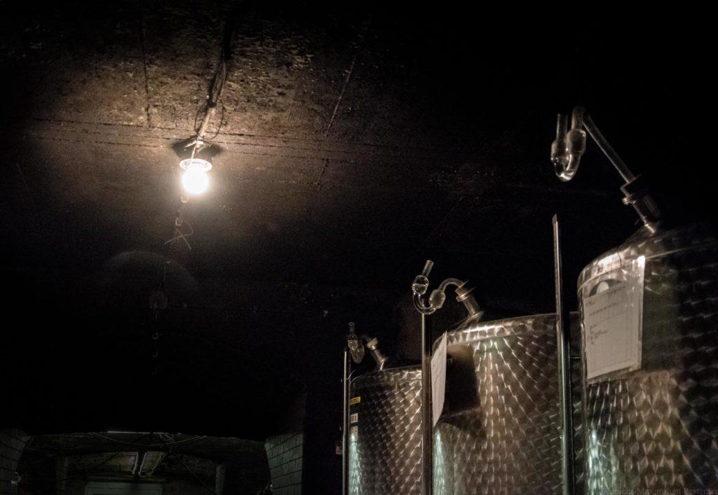 Stahltanks im Weinkeller der Familie Haart