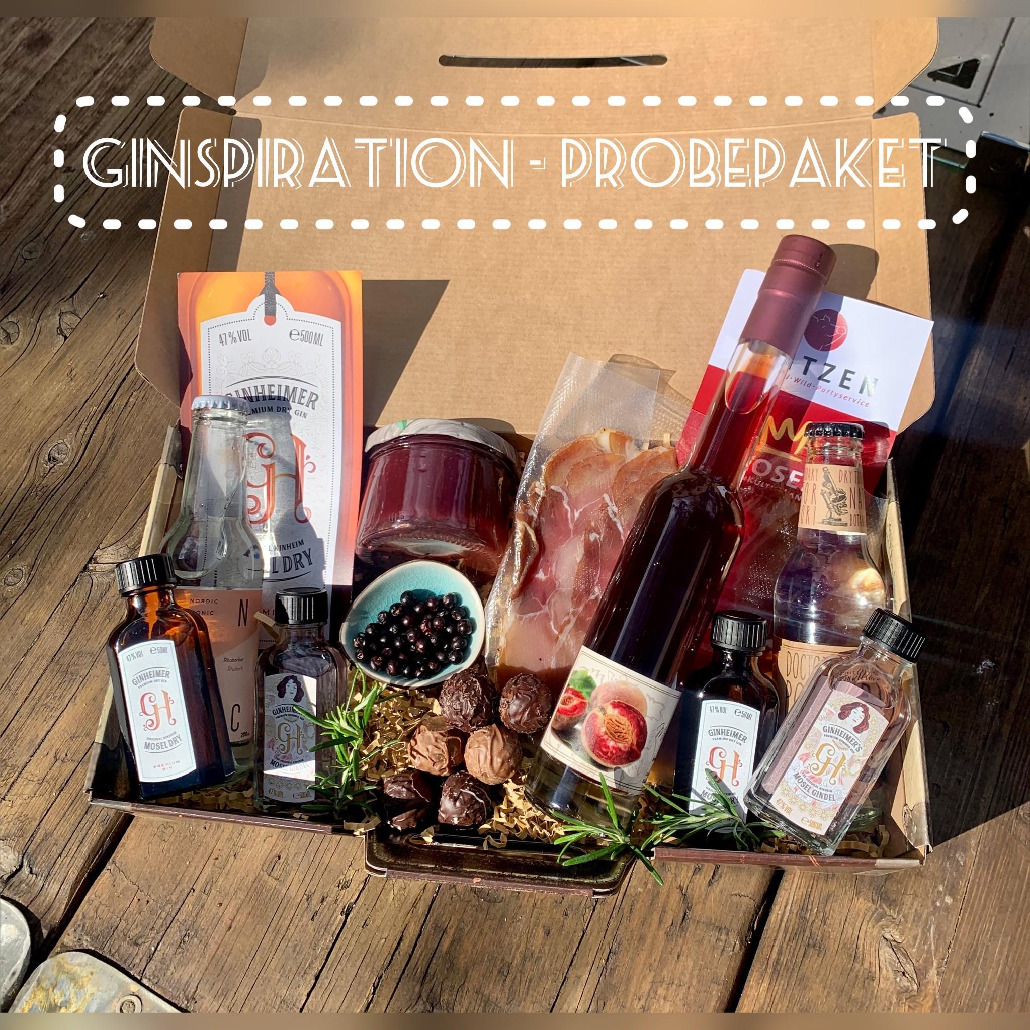 """Probierpaket mit Gin, Wein und verschiedenen Lebensmittel auf Holztisch: Faszination Genuss – Einladung für regionale Mosel-Erzeuger Regionalinitiative """"Faszination Mosel"""" unterstützt Selbstvermarkter im Weinanbaugebiet."""