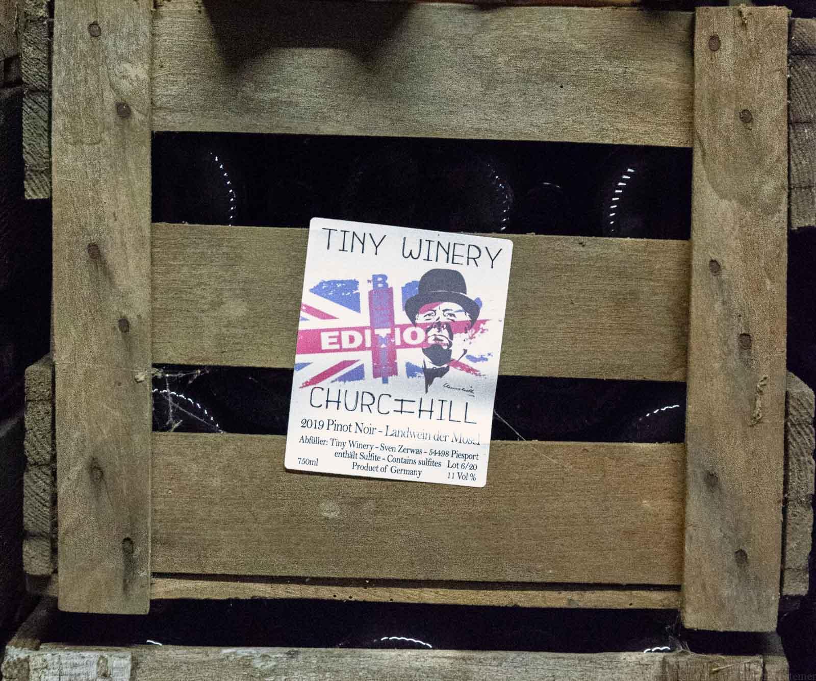 Tiny Winery Sven Zerwas Churchill Etikett auf Weinkiste