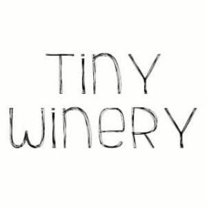 "<a href=""https://www.vinaet.de/weine/weingut/tiny-winery/"" target=""_blank"" rel=""noopener"">Tiny Winery</a>"