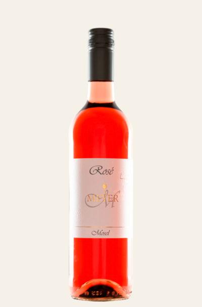 Toravino Rosé feinherb 2019 von Torsten Meyer in roter Flasche mit weißem Etikett und schwarzer Kapsel