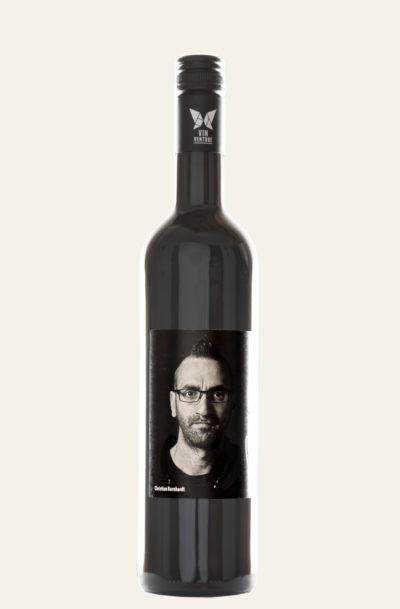 VinVenture Christian Bernhardt Cuvée rot Viva Underdogs 2017 in dunkler Weinflasche